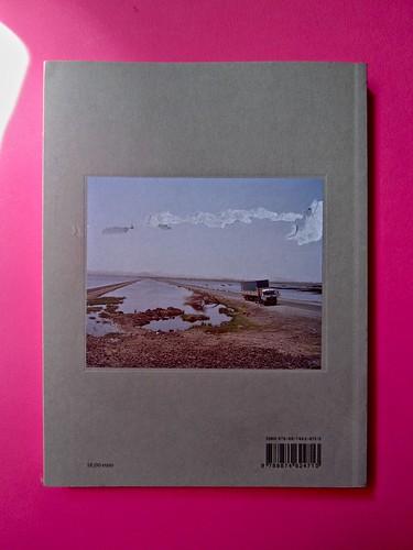 Vincenzo Latromico, Armin Linke, Narciso nelle colonie. Quodlibet Humboldt 2013. Progetto grafico di Pupilla Graphic. Quarta di copertina (part.), 2