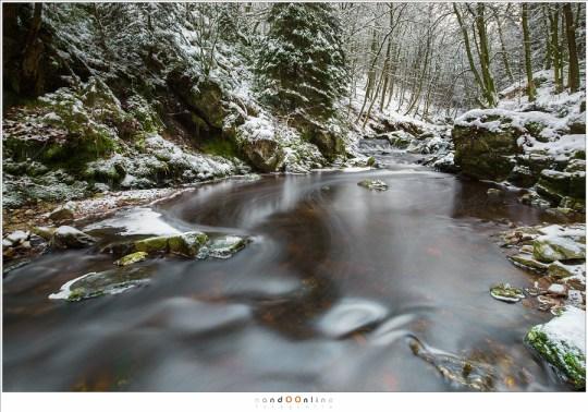 De Hoëgne in een besneeuwd landschap. Niet zo'n dik pak sneeuw als bij de Getzbach, maar nog altijd prachtig