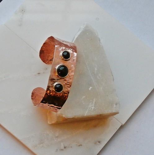bracelet copper, Onyx 10mm, 7mm-2 by Wolfgang Schweizer