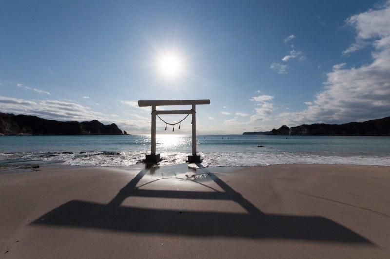 東京近郊の綺麗な海その4鵜原海水浴場の鳥居