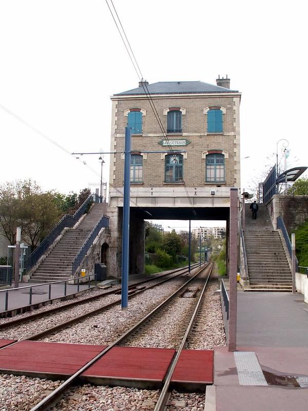Station Les Coteaux à Saint-Cloud en 2005