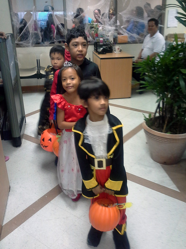 Makati City Hall Trick-or-Treat 20131030_141436