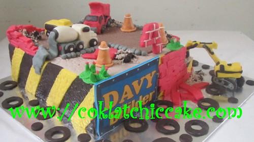Kue ulang tahun excavator, truk, dan molen