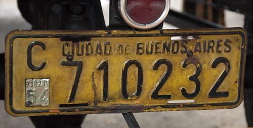 license plate from a classic car show in Buenos Aires