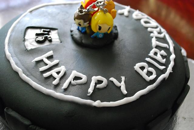 Heroclix Base cake with figures
