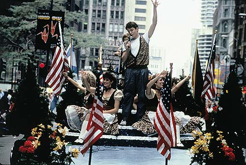 1986-ferrisbuellersdayoff-parade