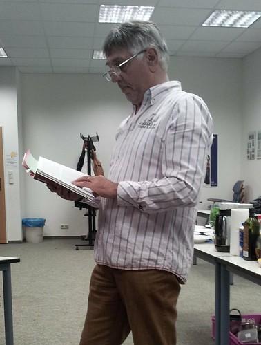 "Hans Montag liest aus seinem Roman ""Legal betrogen"""