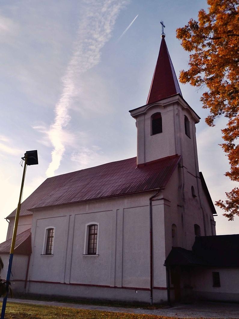 Hrušovský kostol - pohľad z boku