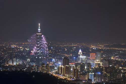 firework-Taipei 101 身穿紫袍