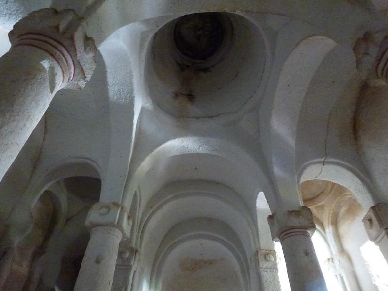 Turquie - jour 21 - Vallées de Cappadoce  - 150 - Çavuşin, Kızıl Çukur (vallée rouge) - Direkli Kilise (église aux colonnes)