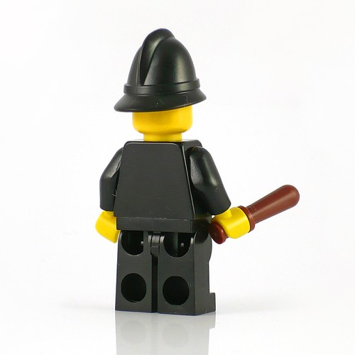 71002 LEGO Minifigures Series 11 15 Constable 03