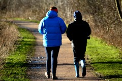 20140202_14_Coombe Country Park - Strolling on the lakeside path