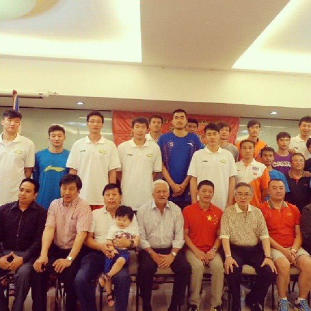 Warren with the Shanghai Sharks. Guess who's the star of the show? #shanghaisharks #warren #allforthekid