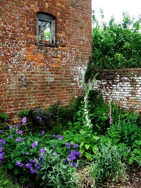 dovecote and garden at Brill