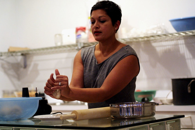 Anupy Singla, demonstrating proper roti prep