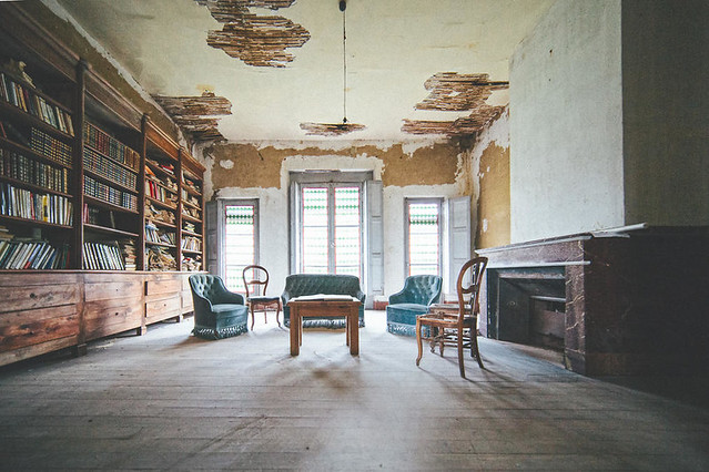 d7b409b8-d82a-45c8-8410-aad1baf96567_furniture-books-residential
