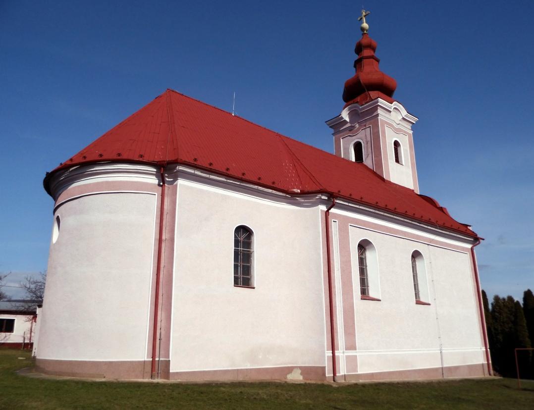 Kostol v Čebovciach z profilu