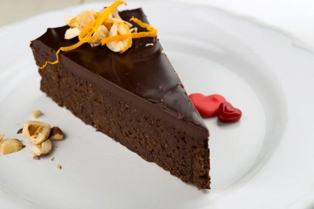 chocolate hazelnut torte slice
