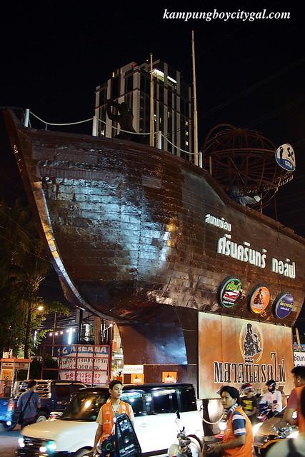 Bangkok 2014 Srinakarin Train Market Talat Rot Fai