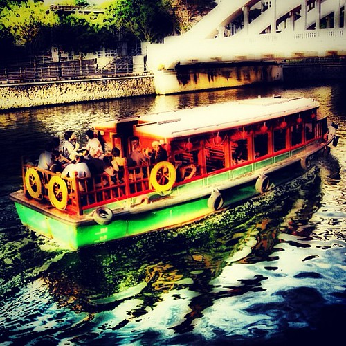 Bumboats on the #singapore river by @MySoDotCom