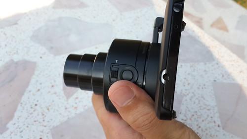 Sony Cybershot QX-10 มีปุ่มซูมและชัตเตอร์มาให้เลย