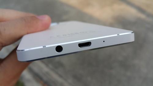 Samsung Galaxy A5 ด้านล่าง