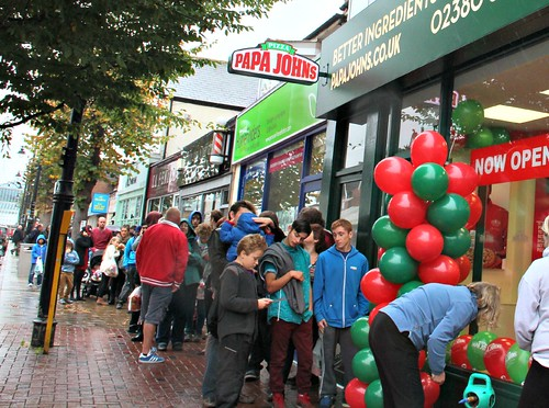 Eastleigh Folk Queue For Pizza Eastleigh News