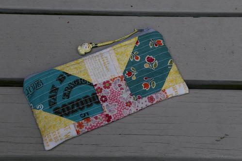 back of x+y zippy pouch