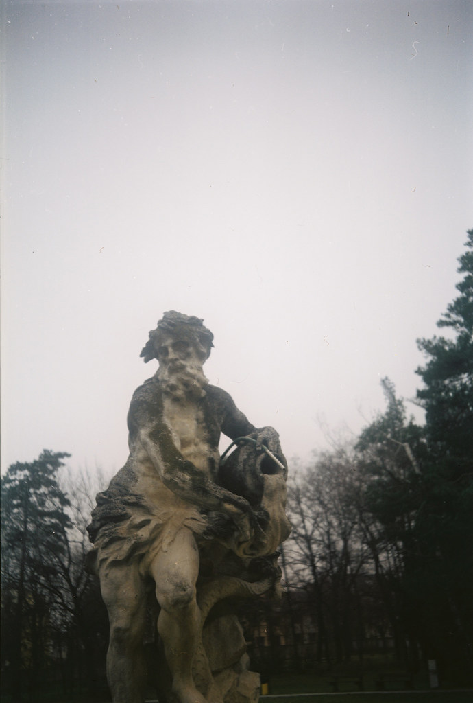 Agfa Billy Record 7.7 - Statue of Aquarius