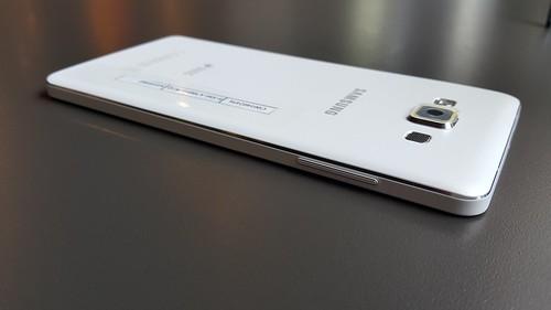 Samsung Galaxy A7 ด้านซ้าย