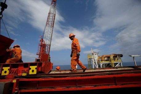 Caen los ingreso petroleros