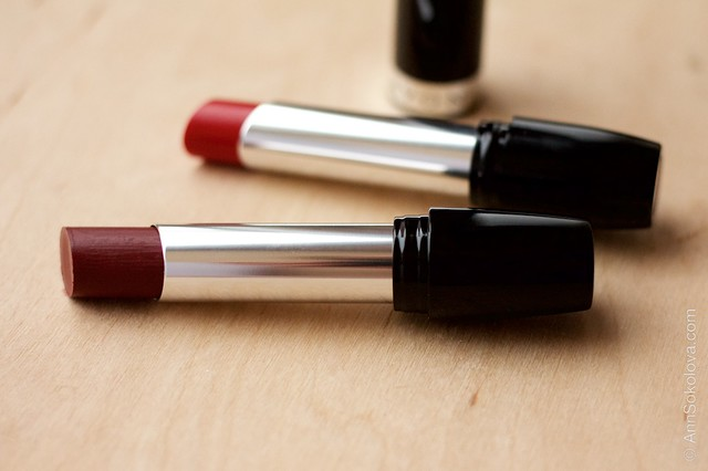 02 Avon   Ultra Colour Indulgence Lipstick   Red Tulip, Red Dahlia swatches
