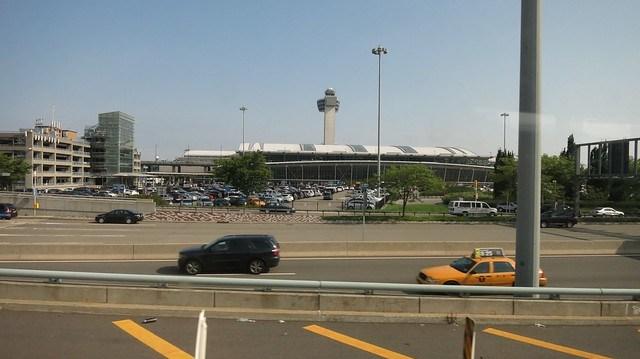 離開甘乃迪機場