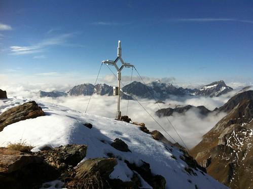 Gipfelkreuz und Gipfelblick Napfspitze, 2.888 m