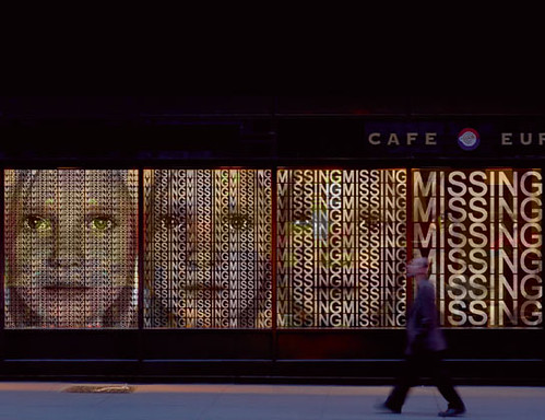 Cafe Europa: Lichtkunst von Ralph Ueltzhoeffer