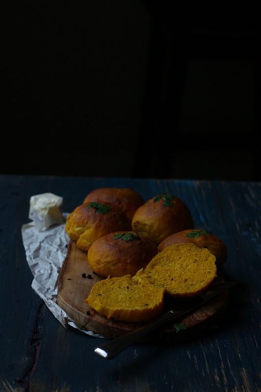 SPICED PEPPER PUMPKIN DINNER ROLLS-2