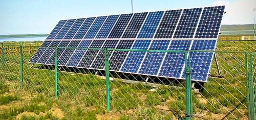 18.36_QUIZ_Solar_panels_courtesy-wikimedia-commons