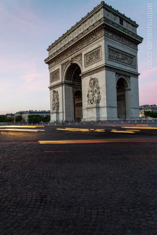 Place de L'étoile - Arc de Triomphe