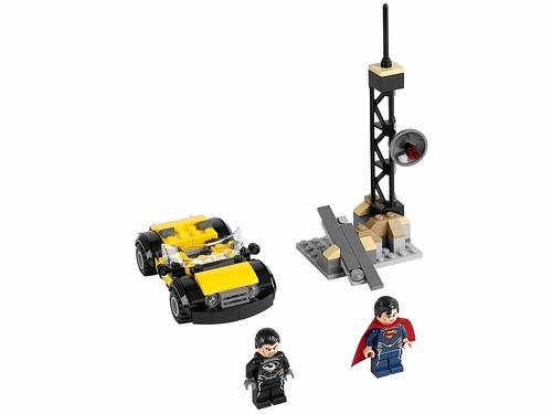 LEGO Super Heroes DC Universe 76002 Superman Metropolis Showdown 01