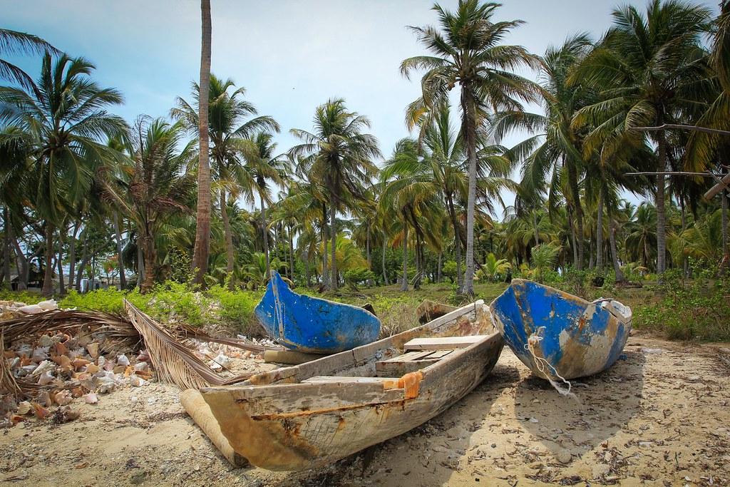 Fishermen's canoes. Tintipán island. Archipiélago de San Bernardo National Park. Carribean Colombia.