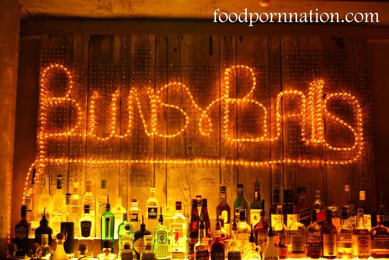 buns and balls - signage