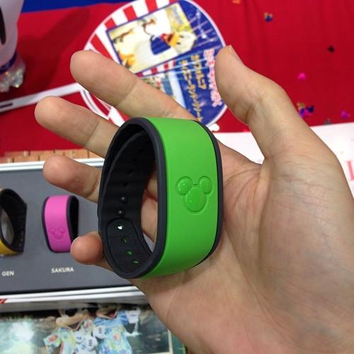 旅博、ミッキーネットブースでMagic Band展示中。日本で現物を見られるのは貴重かも。