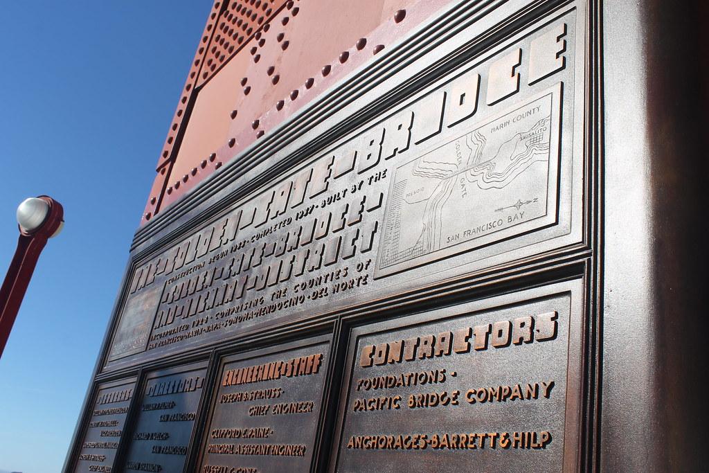 Carteles explicativos en el Golden Gate