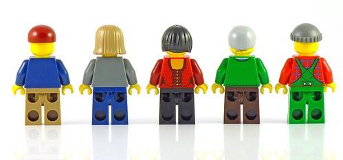 LEGO 10229 Winter Village Cottage figs05