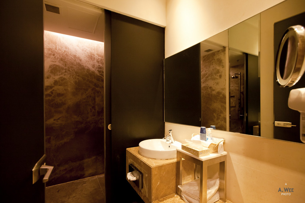 Shower Room at Silver Kris Lounge