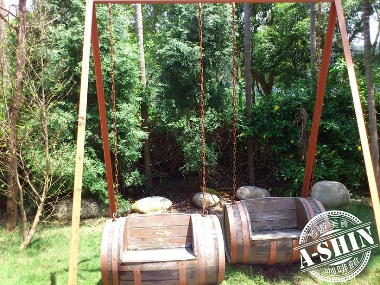 第一酒廠-鐵道之鄉酒莊:橡木桶盪鞦韆