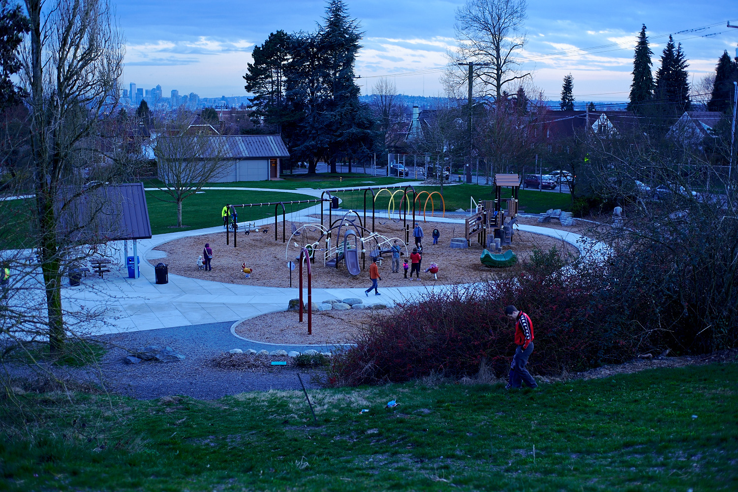 It's nice they turn the water reservoir into children's playground, places for sports, and a dog park.