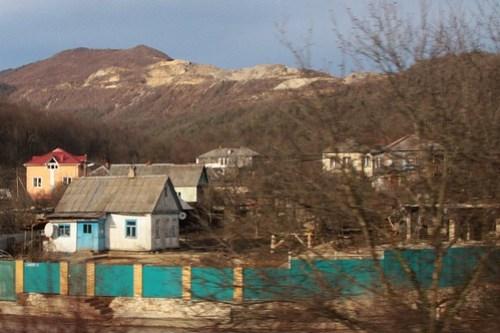Speeding past the Russian village of Кирпичное (Kirpichniy)