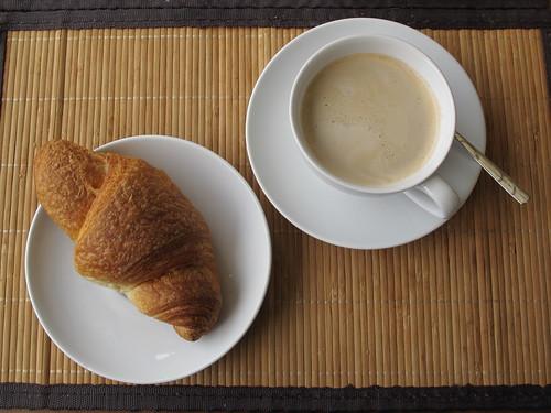 Croissant zum Milchkaffee
