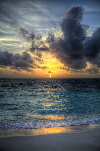 Sunset in Reethi : HDR